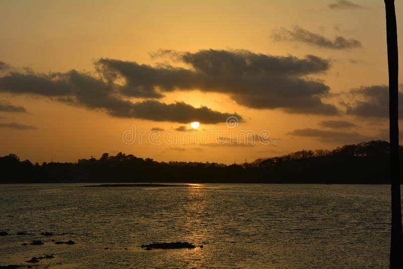 Zmierzch jeziorem obrazy royalty free