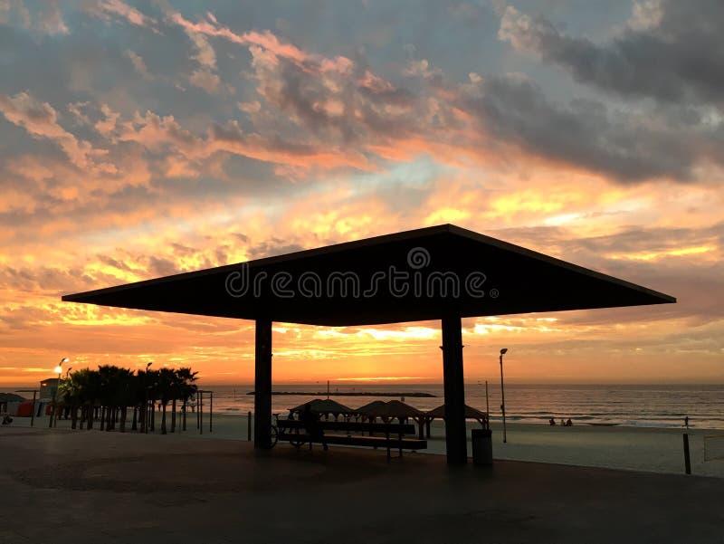 Zmierzch, morze, plaża, niebo, piękni kolory zdjęcie stock