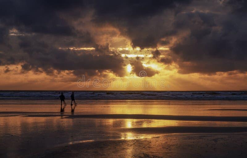 Zmierzch na Devon plaży fotografia stock