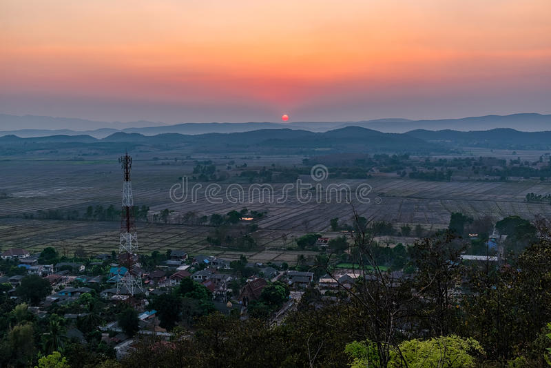 Zmierzch na górze w Chiang Raja, północ Thailan obrazy royalty free