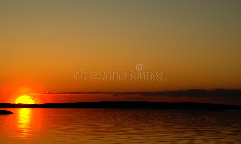 Download Zmierzch Na Jeziorze I Silouette Frajer Zdjęcie Stock - Obraz: 26452090