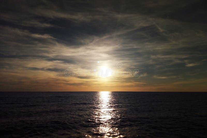Zmierzch na morzu bałtyckim z pięknym niebem obrazy stock