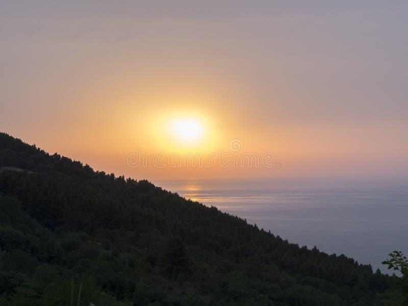 Download Zmierzch Na Morzu, Conero NP, Marche, Włochy Obraz Stock - Obraz złożonej z sunrise, słońce: 53792881