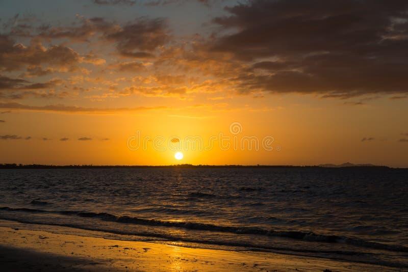 Zmierzch na ocean plaży fotografia royalty free