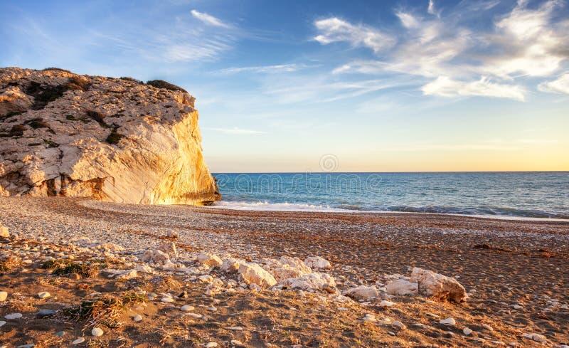 Zmierzch na plaży morze śródziemnomorskie, Cypr plaża obraz stock