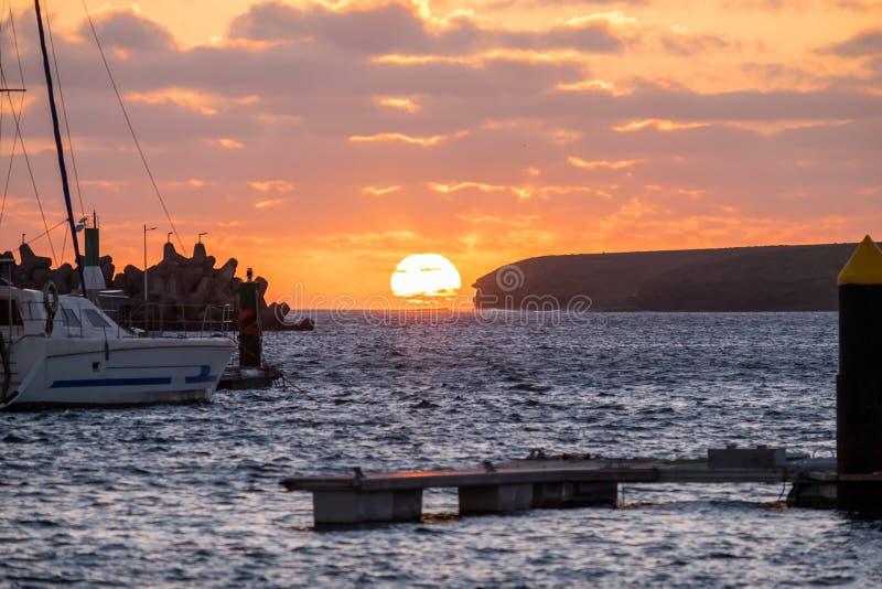 Zmierzch na portowym ob Morro Jable, Fuerteventura fotografia stock