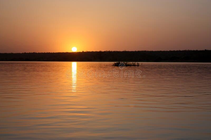 Zmierzch na rzecznym Niger obrazy stock