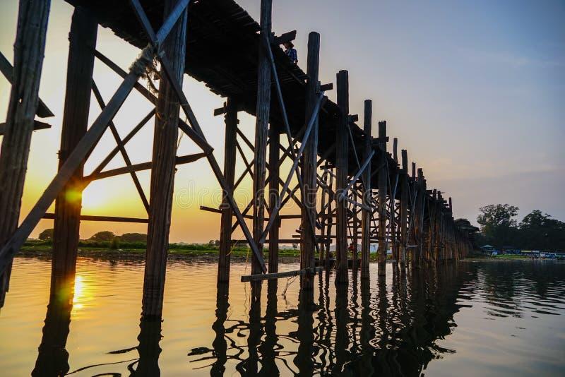 Zmierzch na U Bein moscie, Amarapura, Myanmar Birma obrazy stock