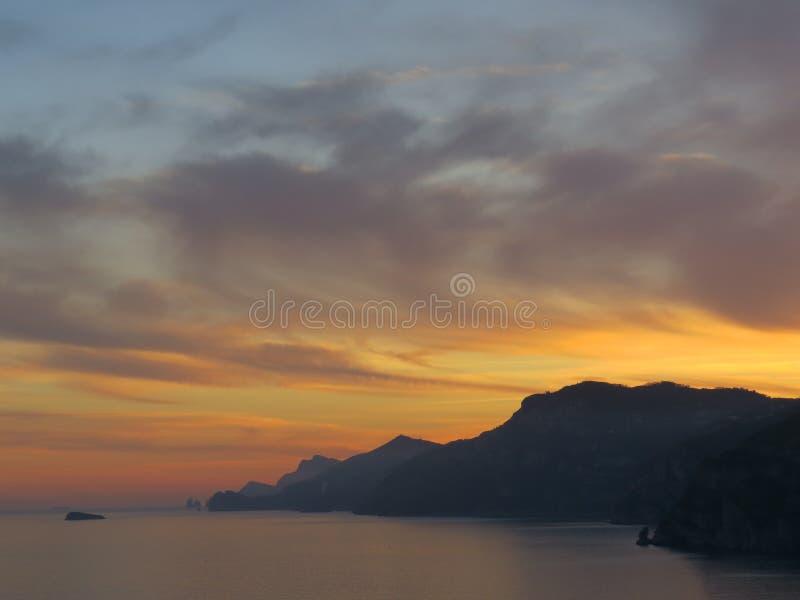 Zmierzch na zatoce Naples amalfi wybrzeża Włochy fotografia royalty free