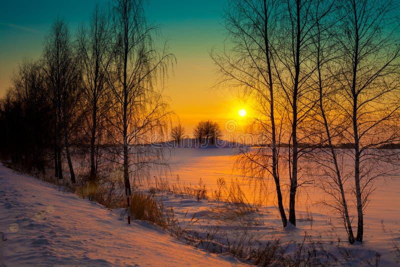 Zmierzch nad Śnieżnym polem zdjęcia stock