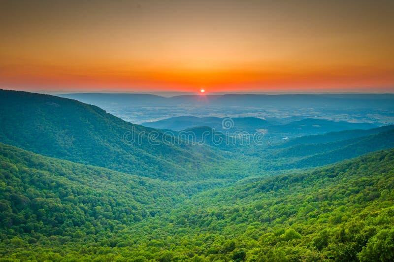 Zmierzch nad Błękitną Shenandoah doliną od półksiężyc R i granią fotografia stock