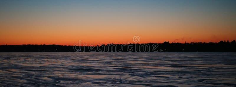 Zmierzch nad Charlevoix jezioro michigan obrazy stock