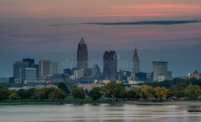 Zmierzch Nad Cleveland Ohio linią horyzontu obrazy stock