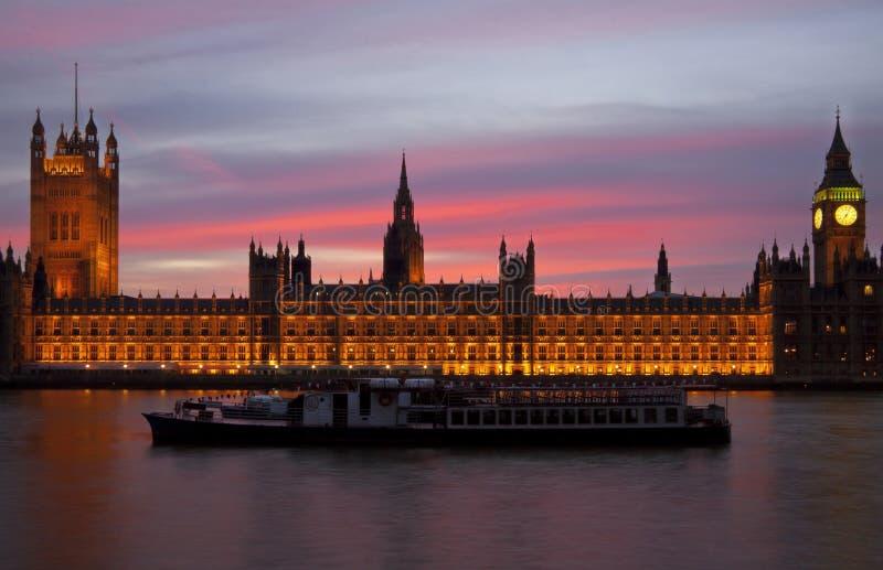 Zmierzch nad domami parlament fotografia stock