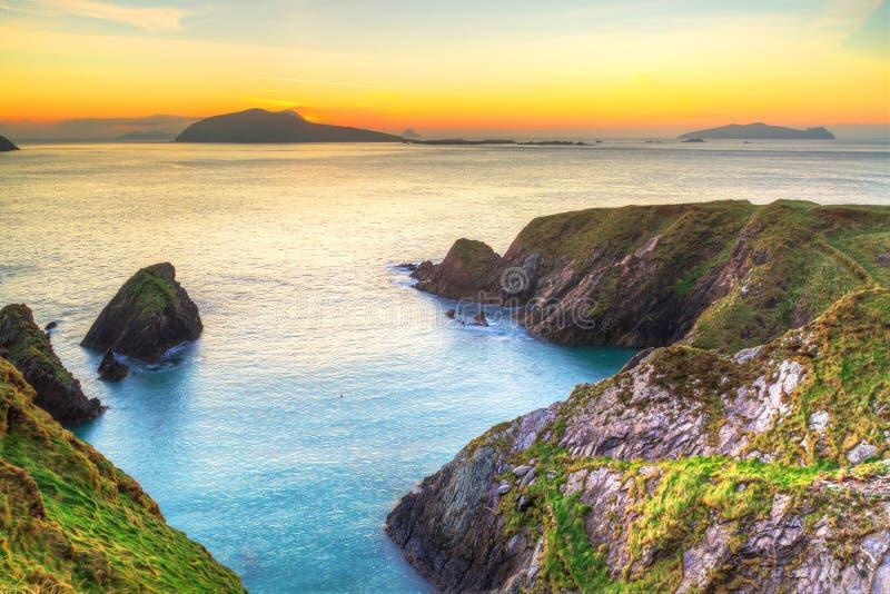Zmierzch nad Dunquin zatoką na Dingle półwysepie obrazy royalty free