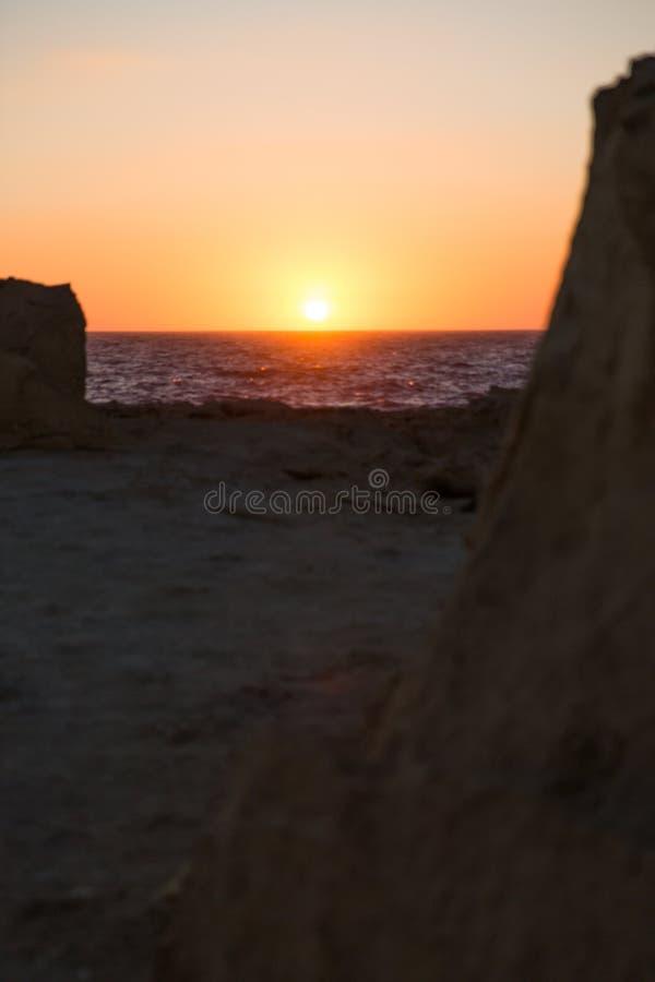 Zmierzch nad Gozo wyspy wapnia falezami W i morzem śródziemnomorskim zdjęcia royalty free