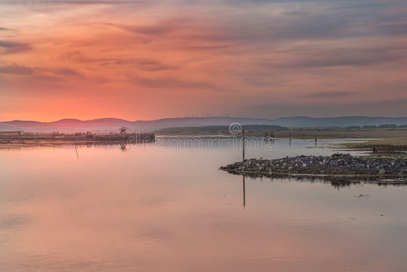 Zmierzch nad Irvine schronieniem w Ayrshire Szkocja patrzeje Ardeer półwysep na milczków lat wieczór w Szkocja zdjęcia royalty free