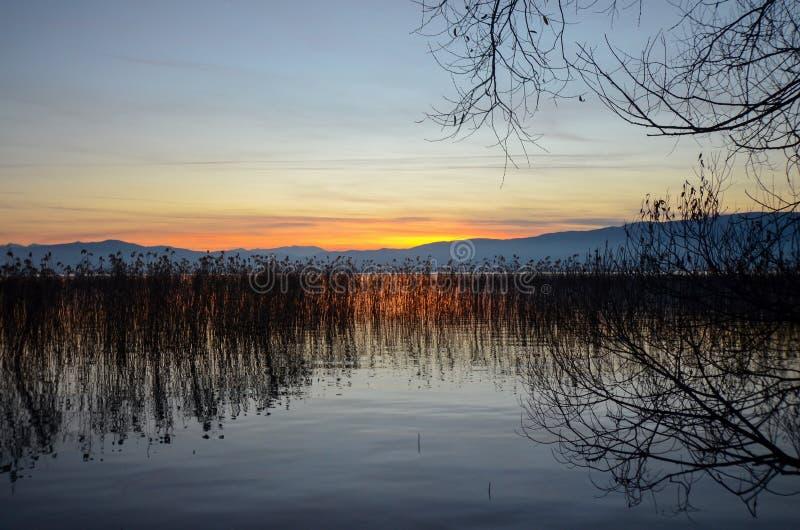 Zmierzch nad jeziornym ohrid, Macedonia obrazy royalty free