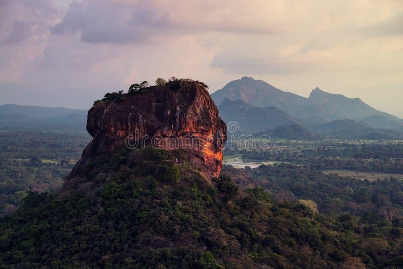 Zmierzch nad lew skałą w Sigiriya, Sri Lanka obraz royalty free