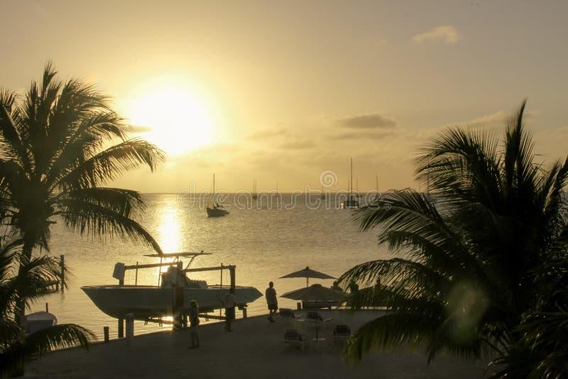 Zmierzch Nad Małym portem, Caye doszczelniacz, Belize zdjęcia royalty free
