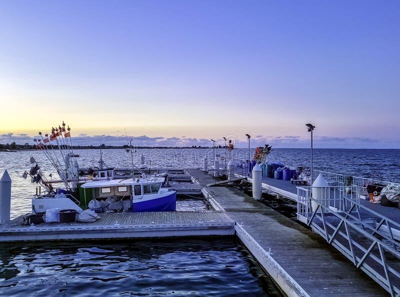 Zmierzch nad marina na morzu bałtyckim w Mechelinki, Pomerania, Polska zdjęcia royalty free