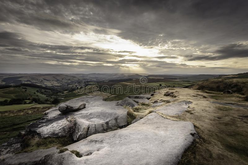 Zmierzch nad moorland w Szczytowym Gromadzkim parku narodowym, Derbyshire, UK zdjęcie stock