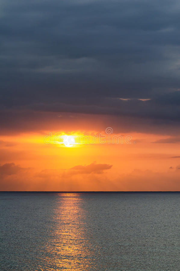 Zmierzch nad morzem przy Montego Bay, Jamajka zdjęcie stock