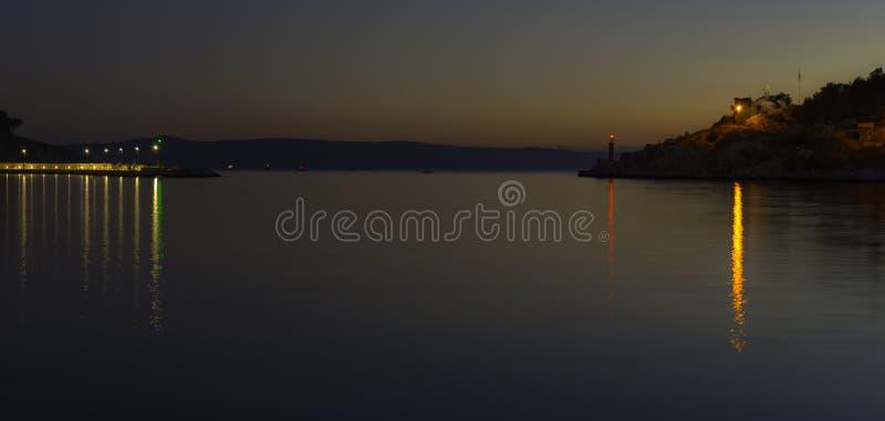 Zmierzch nad nabrzeżem i Adriatyckim morzem w Makarska, Dalmatia, Chorwacja fotografia royalty free
