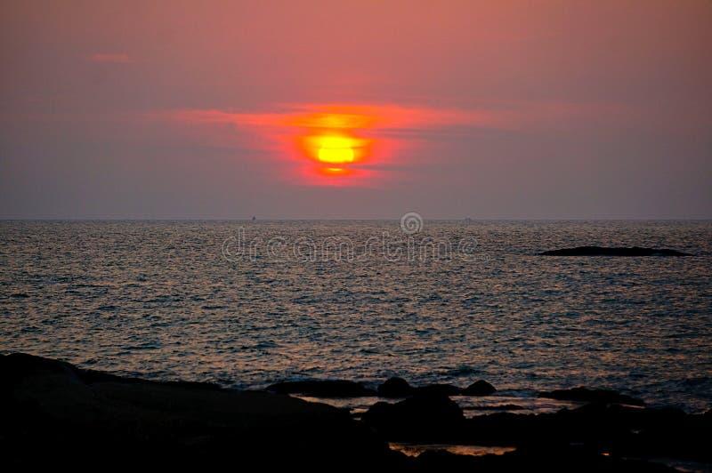 zmierzch nad oceanem przy Thailand fotografia stock