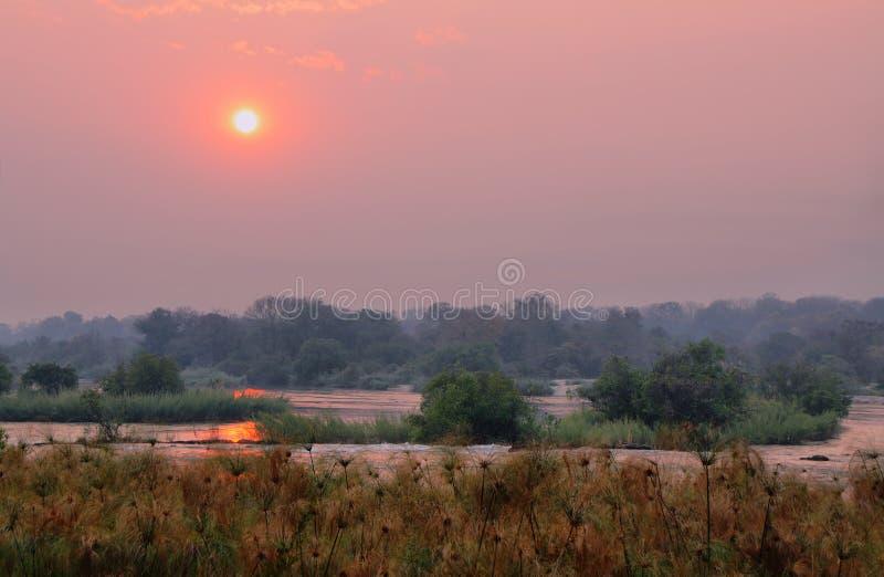 Zmierzch nad Okavango rzeka obrazy stock