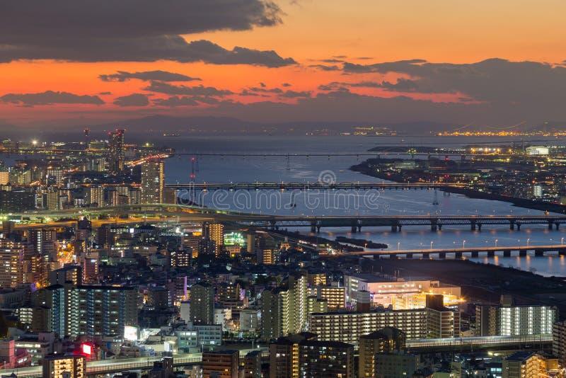 Zmierzch nad Osaka rzeki i miasta linią horyzontu zdjęcia stock