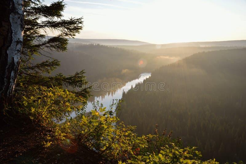 Zmierzch nad rzecznym, scenicznym krajobrazem, Rosja, Ural zdjęcie stock