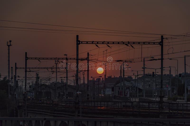Zmierzch nad stacją w Usti nad Labem zdjęcia stock