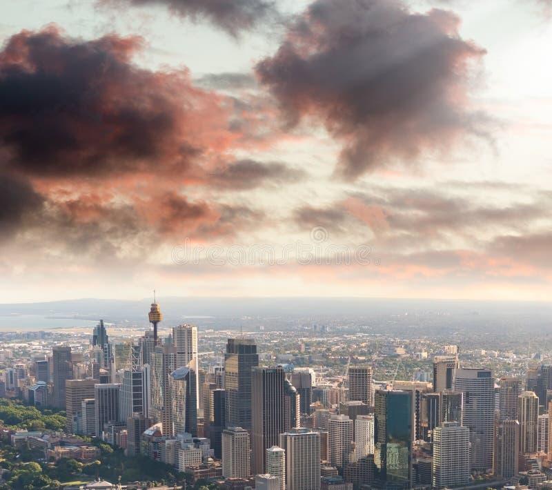 Zmierzch nad Sydney schronieniem, śmigłowcowy widok obrazy royalty free