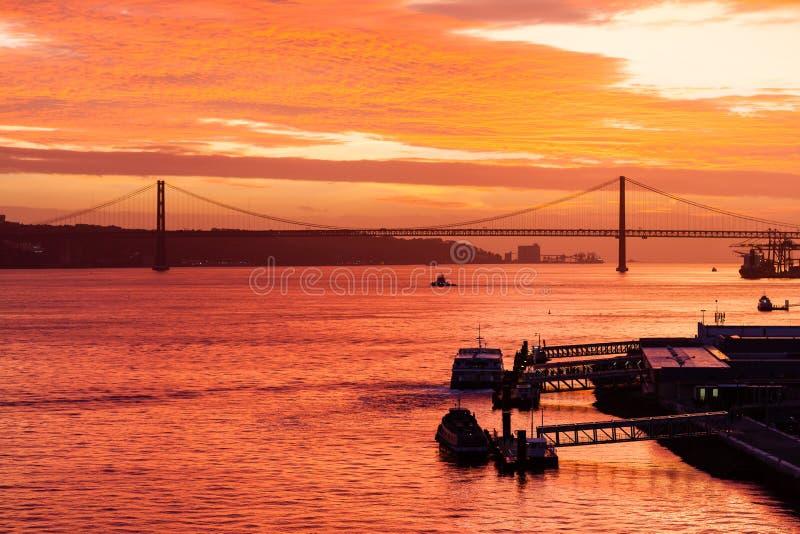 Zmierzch nad Tagus rzeką zdjęcia stock