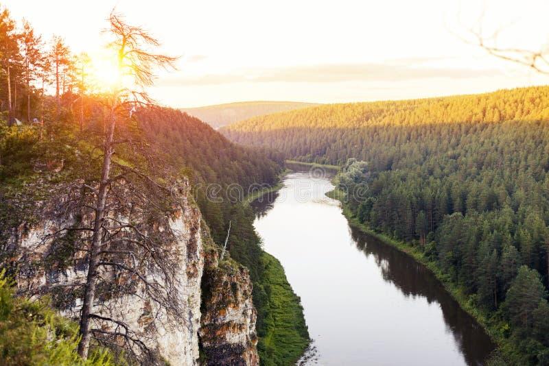 Zmierzch nad Ural górami Jar Ai rzeka zdjęcie royalty free