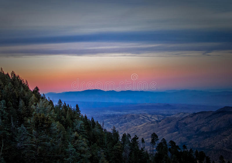 Zmierzch od Mt Lemmon przy Coronado parkiem narodowym, Tucson AZ obrazy stock