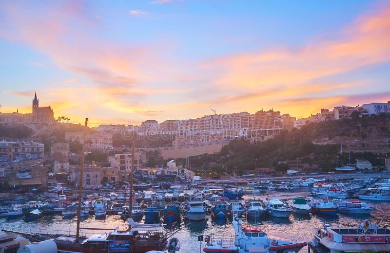 Zmierzch od promu, Ghajnsielem, Gozo, Malta zdjęcie royalty free