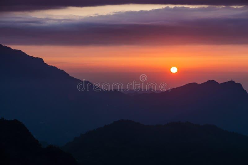 Zmierzch przeciw górom w Tajwan zdjęcia royalty free