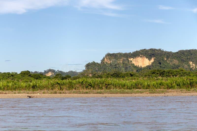 Zmierzch przy Beni rzecznymi falezami, przygoda w dżunglach Madidi park narodowy, amazonka rzeczny basen w Boliwia, Ameryka Połud zdjęcia royalty free