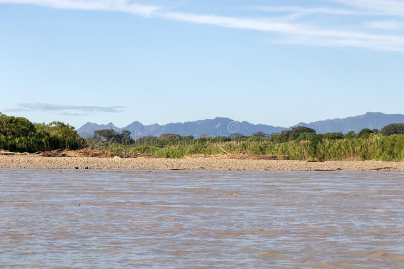 Zmierzch przy Beni rzecznymi falezami, przygoda w dżunglach Madidi park narodowy, amazonka rzeczny basen w Boliwia, Ameryka Połud obraz royalty free
