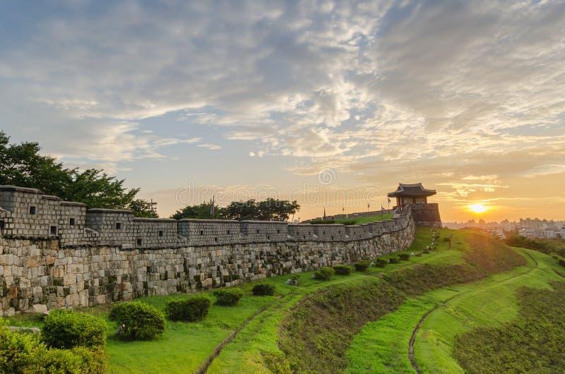 Zmierzch przy Hwaseong fortecą w Suwon, Południowy Korea obraz royalty free