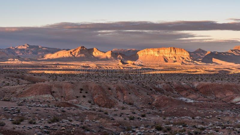 Zmierzch przy Jeziornego dwójniaka Krajowym Rekreacyjnym terenem w Nevada zdjęcie stock
