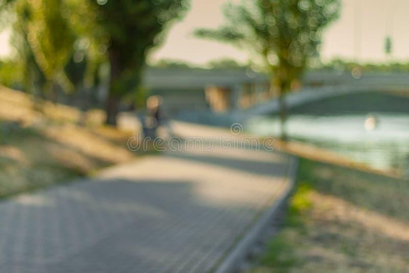 Zmierzch przy kanałem Defocused pejzaż miejski zdjęcie royalty free
