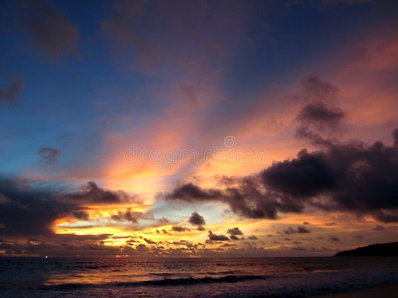Zmierzch przy Karon plażą, Phuket, Tajlandia obraz royalty free