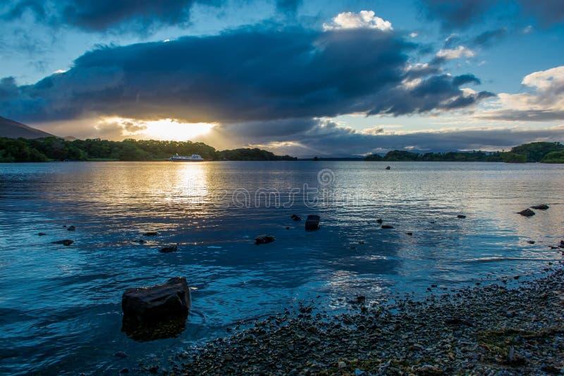 Zmierzch przy Lough Leane w Irlandia obraz stock