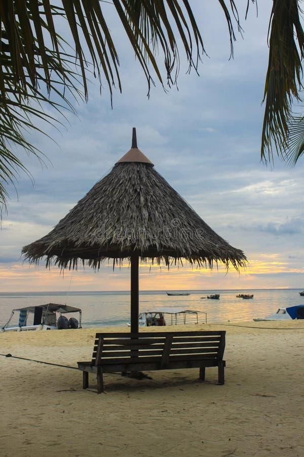 Zmierzch przy Mabul wyspą obraz royalty free