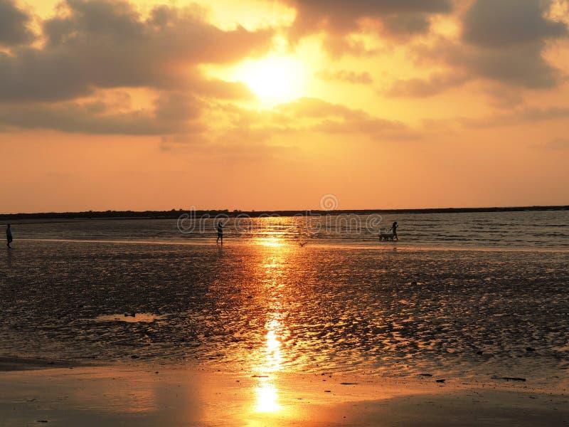 Zmierzch przy Mandwa plażą zdjęcia stock