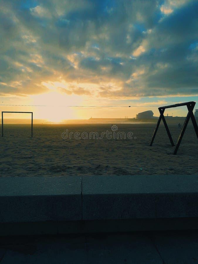 Zmierzch przy Matosinhos plażą zdjęcia royalty free