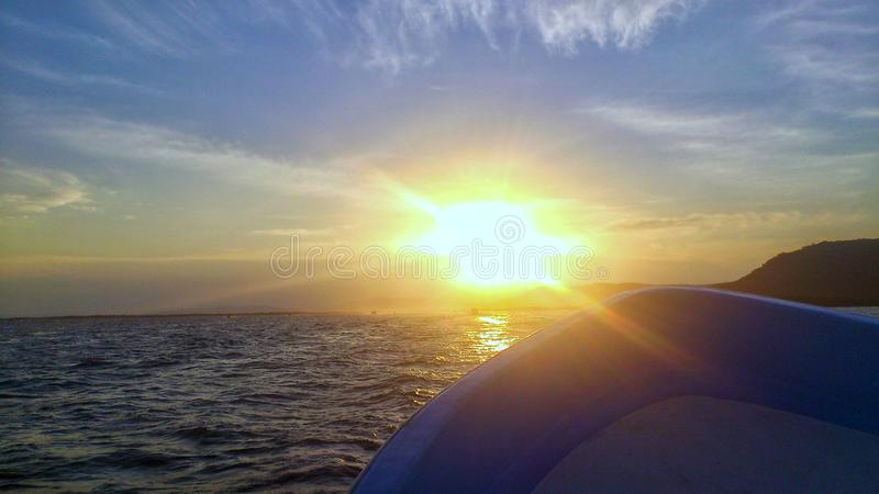 Zmierzch przy morzem obrazy stock